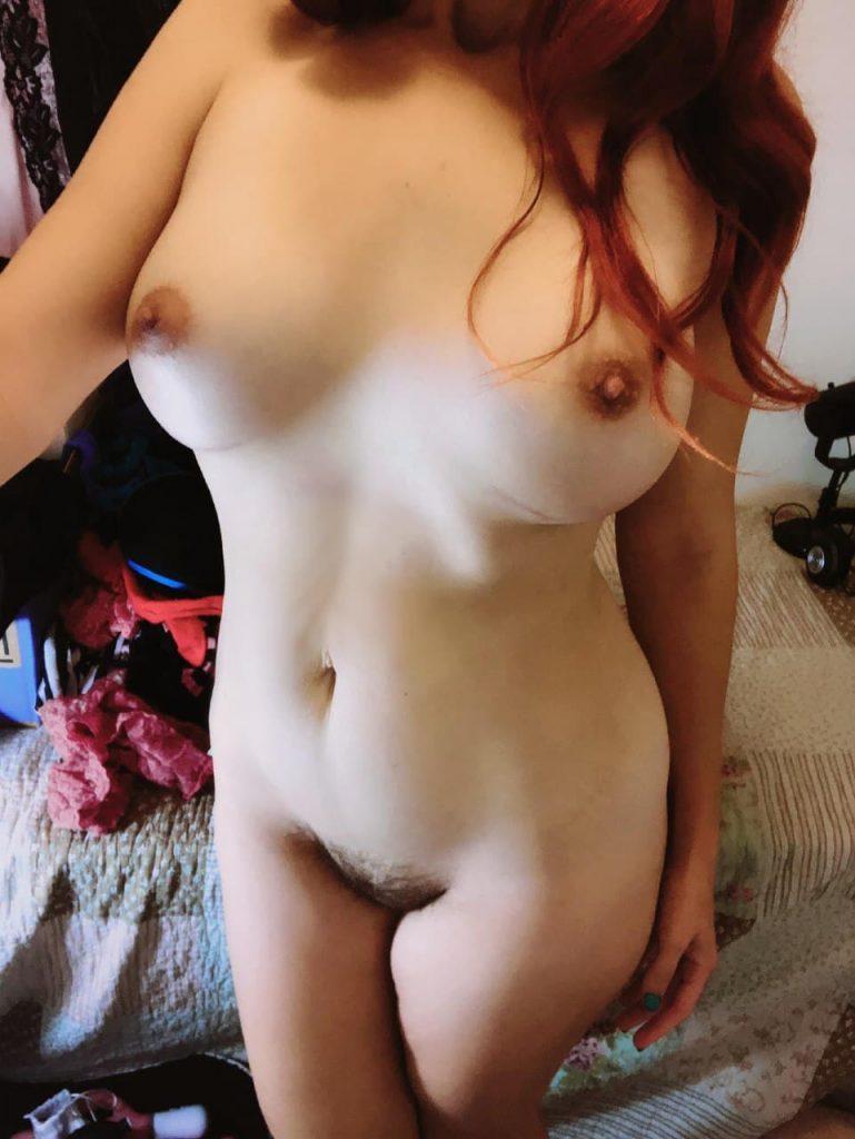 femme mure nue poilue