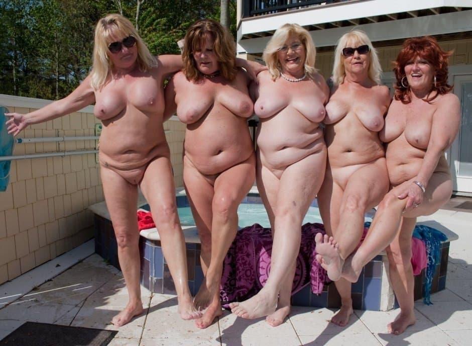 femmes mures nues